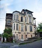 Stary piękny dwór Hofmeister w Sukhum Zdjęcie Stock