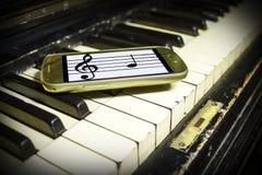 Stary pianino i Nowe notatki Zdjęcie Stock
