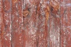 Stary, pionowo, drewniany, postrzępiony farba jest czerwony w pęknięciu Obrazy Royalty Free