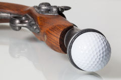 Stary pistolet i piłka golfowa Obrazy Royalty Free