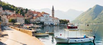 Stary połowu miasteczko Perast na brzeg Kotor zatoka Obraz Stock