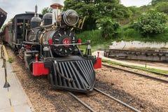 Stary pociąg w Tiradentes, koloniście i dziejowym mieście, obraz stock