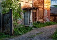 Stary podwórze Ulicy miasto Kostroma Rosja fotografia royalty free