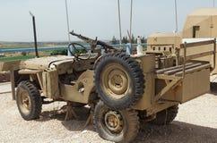 stary pojazd wojskowy z maszynowym pistoletem Zdjęcia Royalty Free