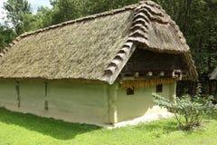 Stary pokrywający strzechą gospodarstwo rolne dom Zdjęcie Royalty Free
