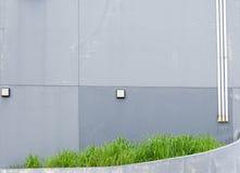 Stary popielaty betonowa ściana pal i pękający Zdjęcia Stock