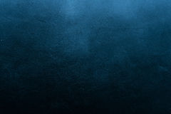 Stary porysowany i spierzchniający malujący zmrok - błękit ściana zdjęcie royalty free