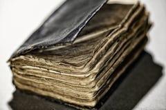 Stary postrzępiony antyk książki selekcyjnej ostrości zakończenie up Zdjęcie Royalty Free