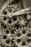 Stary przemysłowy mechanizm z ośniedziałymi gearwheels Obrazy Stock