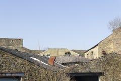 Stary przemysłowy roofline disrepair zdjęcie royalty free