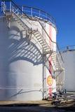 Stary przemysłowy składowy zbiornik z schodkami zdjęcia stock