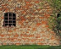 Stary przemysłowy budynek brickwall i okno, Obrazy Stock