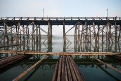 Stary przy Sangklaburi długi drewniany most, Kanchanaburi prowincja, Zdjęcia Stock