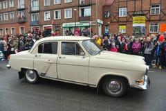 Stary Radziecki samochodowy Volga GAZ-21 na ulicznej paradzie Obrazy Royalty Free