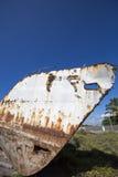 Stary rdzewiejący statek z niebieskim niebem, Galapagos Zdjęcia Royalty Free