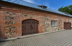 Stary rekonstruujący dom, Kretinga, Lithuania zdjęcie royalty free
