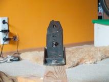 Stary retro dźwigarka samolotu narzędzie na drewnianym promieniu fotografia royalty free