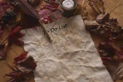 Stary robić lista papierowi z piórkowym piórem, atrament i świeczka na drewnianym stole zdjęcie royalty free