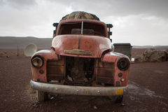 Stary rocznik i rdzewiejący Chevrolet wrak, Maroko Zdjęcie Royalty Free