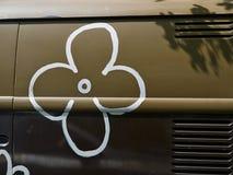 Stary rocznika hipisa miłości i pokoju samochód dostawczy Flower power Zdjęcia Stock