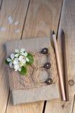 Stary rocznika notepad Dział pulower w beżu i ołówkach Zdjęcie Royalty Free