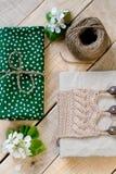 Stary rocznika notepad dział w beżowym pulowerze, gęsty skein Zdjęcie Stock