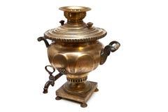 Rosyjski herbaciany samowar odizolowywający na bielu fotografia stock