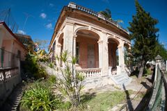 Stary rozdrabnianie buduje schodki frontowy wejście obraz royalty free