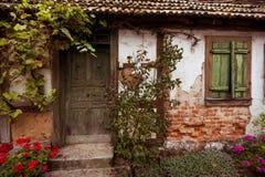 Stary, rujnujący ryglowy dom, Obrazy Stock