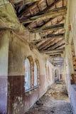 Stary rujnujący zaniechany dom Obraz Stock
