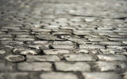 Stary rzymski kamienny bruk w śródmieściu Rzym, Włochy Czerwiec 20 zdjęcia stock