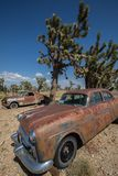 Stary samochód Porzucający w Arizona pustyni Zdjęcie Stock