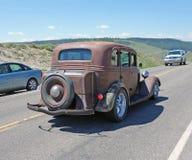 Stary samochód przy Yellowstone parkiem zdjęcie royalty free