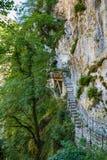 Stary schody na Świątobliwej Sava wody drodze Zdjęcie Royalty Free