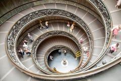 Stary schody wśrodku Watykańskich muzeów obrazy stock