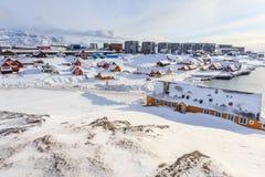 Stary schronienie i Nuuk centrum miasta zakrywający w śniegu Obrazy Royalty Free