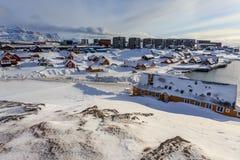 Stary schronienie i Nuuk centrum miasta zakrywający w śniegu, Greenland Fotografia Stock