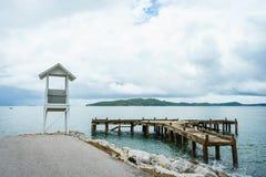 Stary schronienie z drewnianą latarnią morską Obraz Royalty Free