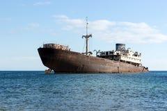 Stary shipwreck lokalizował na zewnątrz kapitału Arrecife Lanzarote zdjęcie royalty free