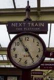 Stary stacja zegar na platformie Keighley stacja Warty Dolinną kolej, Yorkshire, Anglia, UK, Fotografia Royalty Free