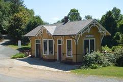 Stary stacyjny dom Obrazy Royalty Free