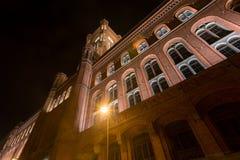 Stary stadthaus budynek w Berlin Germany przy nocą zdjęcie royalty free