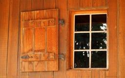 Stary stajni okno, żaluzja i zdjęcia royalty free