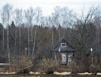 Stary, stajnia, dom rolny, wiejski, drewniany, kraj drewniany, porzucaj?cy, niebo, kabina, krajobraz, budynek, trawa, wie?niak, d obraz stock