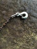 Stary stalowy haczyk na brudnej starej cementowej podłoga Zdjęcie Royalty Free