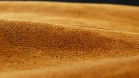 Stary starzejący się zamszowy skóry tło Prostacka tekstura, gradientowy żółtego brązu beż, żywi kolory zbiory wideo