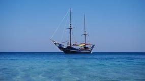 Stary statek na powierzchni Zdjęcia Royalty Free