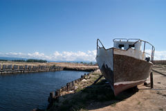 Stary statek w Rosyjskim dalekim miejscu zdjęcie royalty free