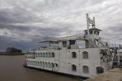 Stary statek w schronienia i chmurnego nieba Buenos Aires Argentyna ameryka łacińska Ameryka Południowa ŁADNY Zdjęcia Royalty Free