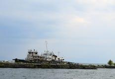 Stary statku stojak przy cumowaniem wewnątrz na jeziornym Baikal Obraz Royalty Free